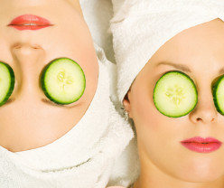 Does placing cucumbers on one's eyes really help with puffiness due to allergies?