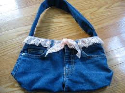 When you get tired of wearing your denim shorts you can make them into a purse.