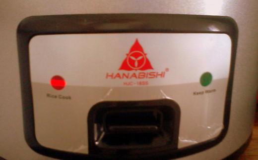 I use this Hanabishi rice cooker.