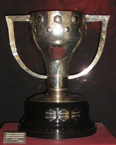 The Primera División / La Liga trophy.