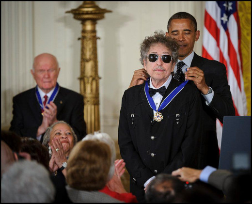 President Barack Obama presents American musician Bob Dylan with a Medal of Freedom