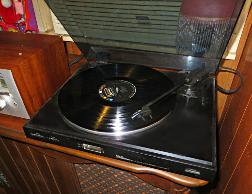 The Curtis-Mathes Model C-155 Belt Drive Auto Return Stereo Turntable Record Player, Phonograph, 120v 60hz Power Consumption. 5w