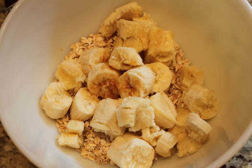 Start by adding the oatmeal, vanilla extract and bananas to the bowl.