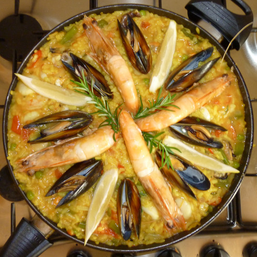 Seafood paella is a great treat that is quick and easy to make at home. Discover how here.