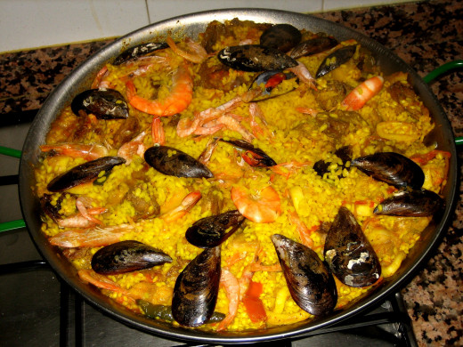 Paella is a dish that the whole family will enjoy. Make a perfect paella with the recipes included in this article.