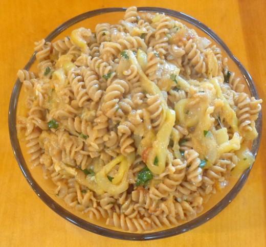 Pasta with zucchini sauce