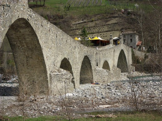 The bridge in Bobbio, known as Ponte Gobbo: another candidate to be the bridge of Mona Lisa