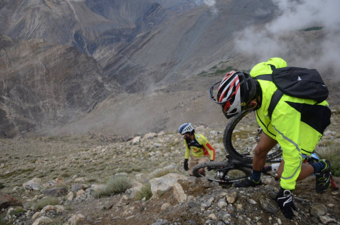 """""""Hero Action Team"""" never stops! Devender Thakur rescues team mate Gurman after a crash at 3600 metres."""
