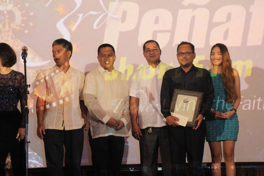 Director Bernardo 'Buboy' Aguay of Simong Lawog receiving the 2nd Best Picture award Photo Source: Joannah Burac-Ramores