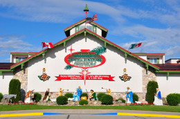 Bronner''s CHRISTmas Wonderland