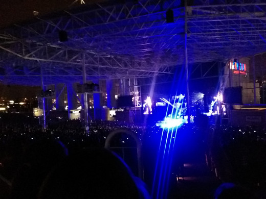 """5 Seconds of Summer performing """"Beside You"""" at the Molson Amphitheatre in Toronto, ON"""