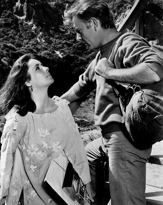 Proper actors Elizabeth Taylor and Richard Burton
