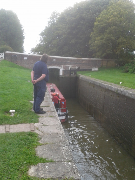 Going through the lock at Wootton Bridge