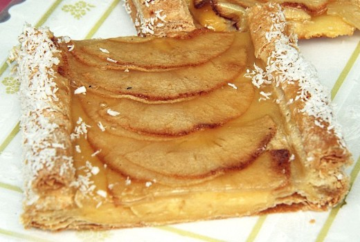 Quick and Easy puff pastry apple pie. See the recipe her.
