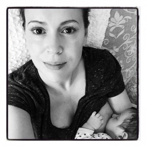 Alyssa Milano's breastfeeding selfie