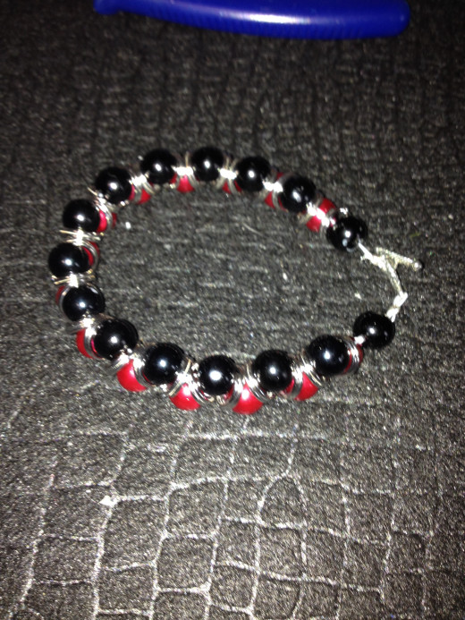 Completed team color bracelet