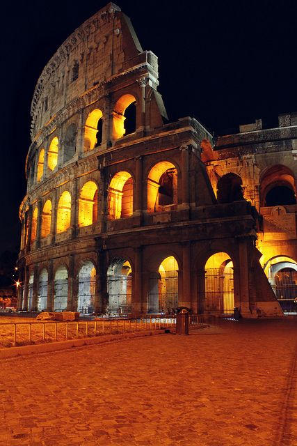 Places to Visit in Rome; Colosseum