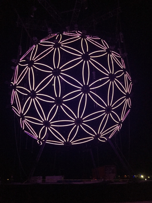 "The ""Flower of Life"" art structure."
