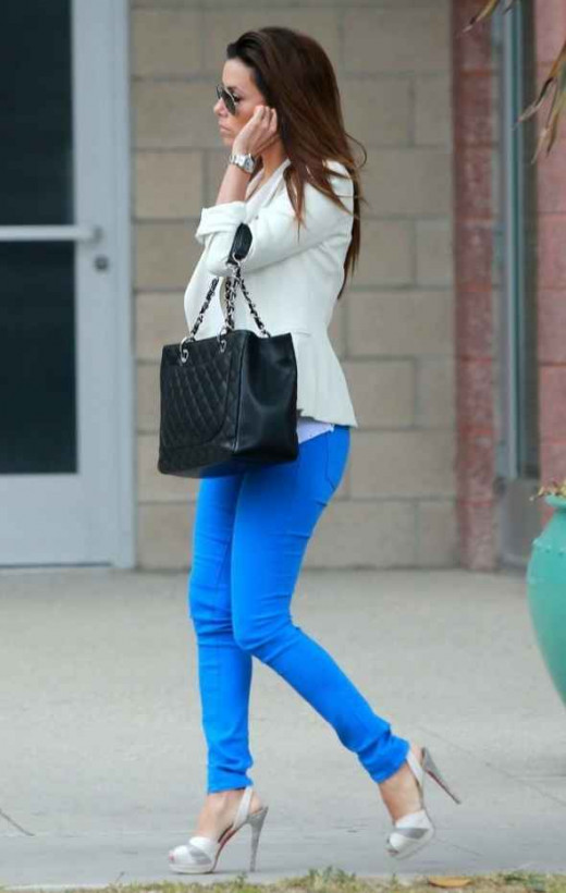 Eva Longoria sexy legs in blue skinny jeans and sky high heels
