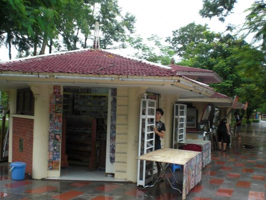 A couple of gift shops where you can find some indigenous stuff to bring home as souvenirs.