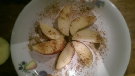 Double up on health benefits and taste by sprinkling cinnamon and ginger on your apple slices.
