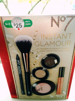 Just stick a bow on it: easy holiday beauty gift with Boots No7 Instant Glamour