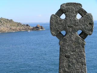 Celtic cross along Tregurnow Cliff down to Lamoma Cove in Cornwall
