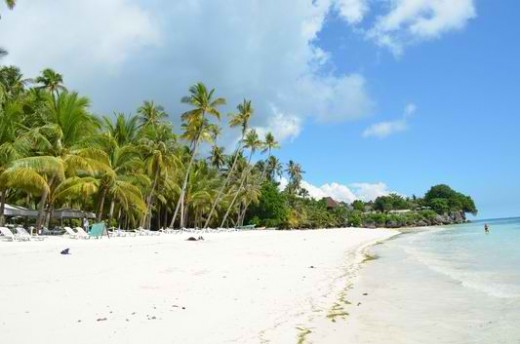 Dumaluan beach is not as famous as Alona beach in Panglao but it is more beautiful....