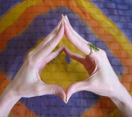 This configuration of the hands can help focus when opening the sahasrara.