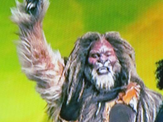 David Alan Grier, portrays the Cowardly Lion.