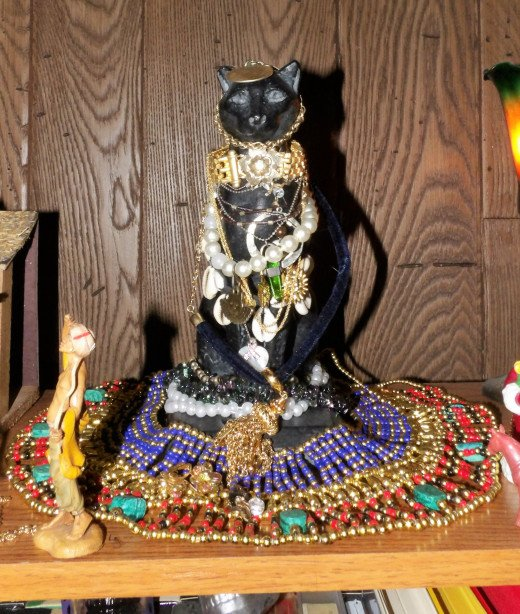 The lovely Lady keeps watch on the Nativity that now honors many Gods and Goddesses. Isn't she pretty?