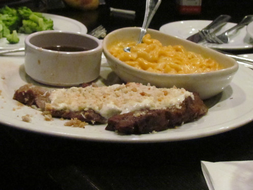My sister, Paulette had a horseradish covered prime rib with au juice and macaroni & cheese.