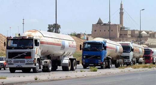 Turkish oil tankers crossing the Turk-Syria border