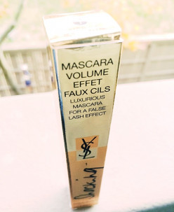Glamorous holiday gift at your door from FragranceNet.com: YSL Volume Effet Faux Cils