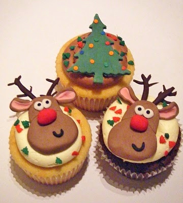 Make some Christmas  cupcakes for those caroling days.  Singing can make you hungry!