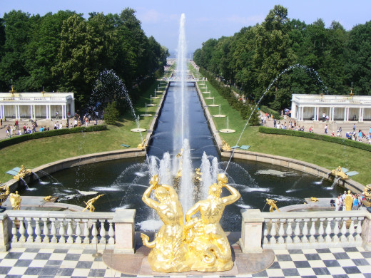 The singing gold fountains of Peterhof