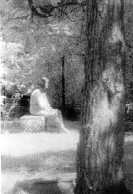 A famous photo of a White Lady in a graveyard