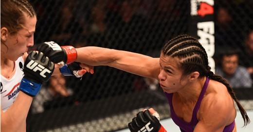 Claudia Gadelha in her first fight against Joanna Jedrzejczyk