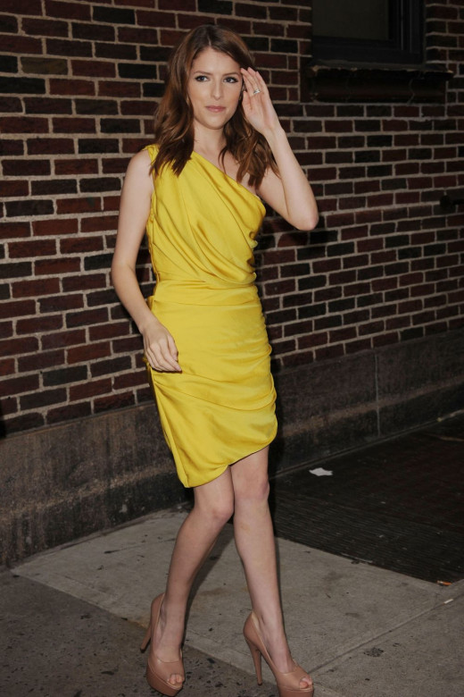 Anna Kendrick slim legs in a yellow dress and open toe Louboutin pumps