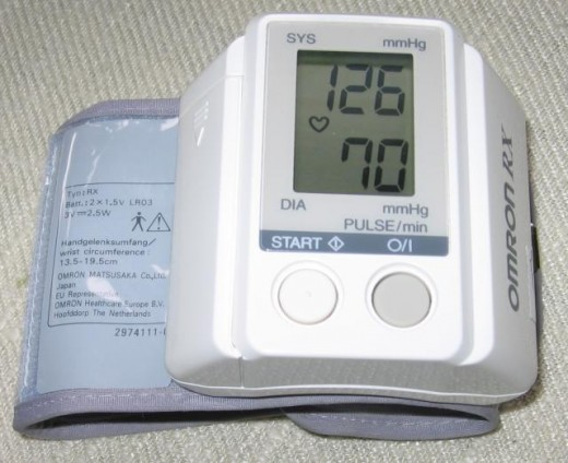 Sphygmomanometer to measure blood pressure