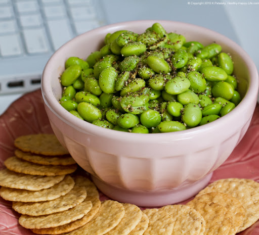 Edamame seasoned with salt and pepper - easy and delicious!