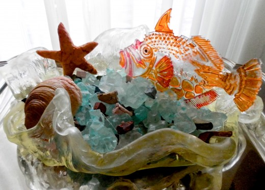 The glossy parts of this edible aquarium are made of isomalt.