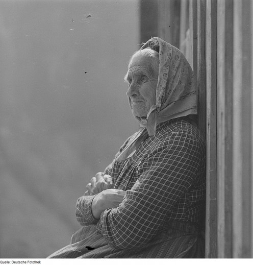 Old people tend to lose their memory - Image of an old woman thinking