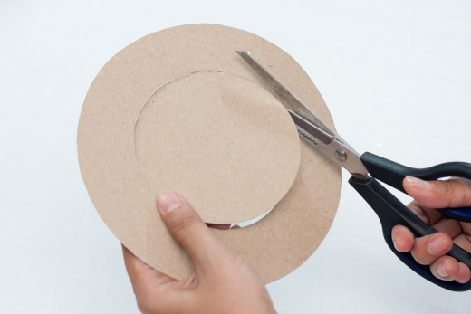 Cut out the center of the cardboard to make your circle a wreath