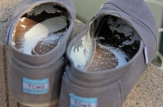 How to use baking soda to remove shoe odor.