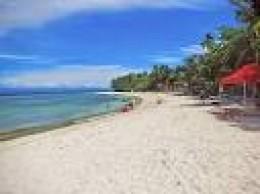 White sand beach at Lambug