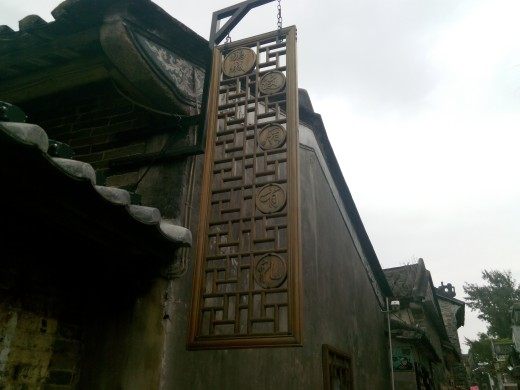Exquisite carving in Dapeng Fort