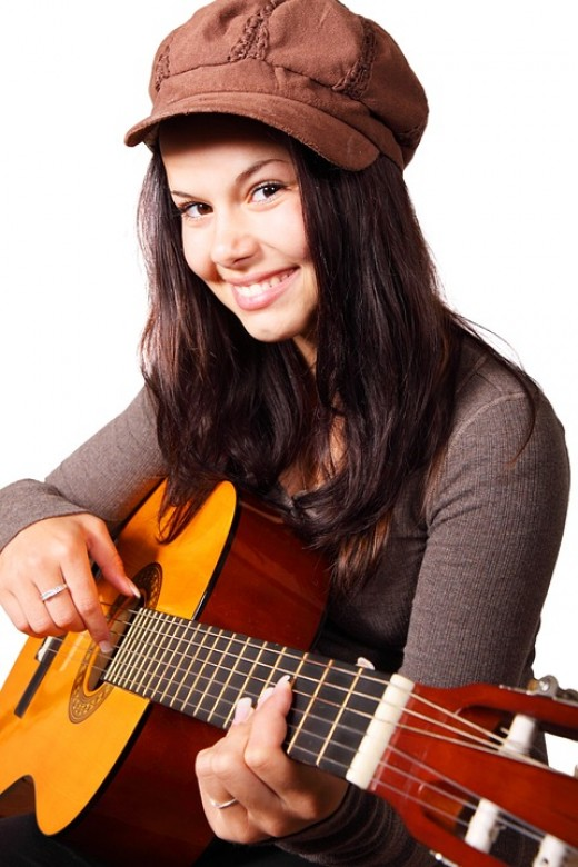Beginner guitarists require an instrument that is suitable for their needs, mainly straightforward to play.  Of course, the size and dimensions of the guitar can influence its playability, A full-sounding, attractive instrument is also desirable.
