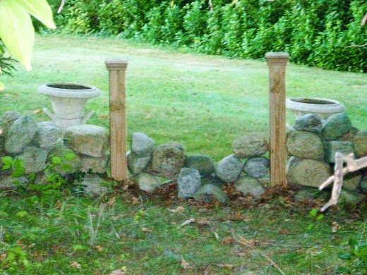 The left boundary of the grave site.Copyright photo by Bill Russo