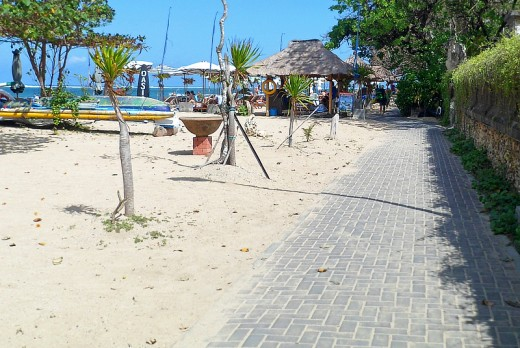 Small beach cafe along the trail.